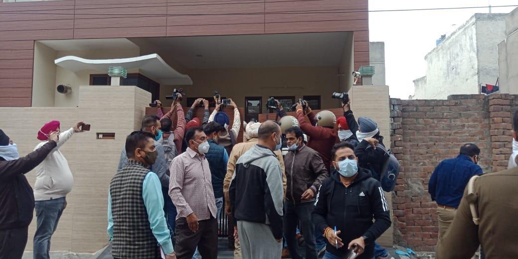 लुधियाना में प्रापर्टी डीलर ने पारिवारिक विवाद में अपनी पत्नी समेत घर के 4 सदस्यों का गला रेतकर की हत्या!