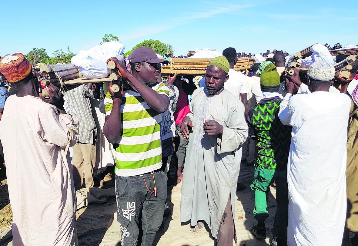 नाइजीरिया में फसल काट रहे 40 किसानों की हत्या