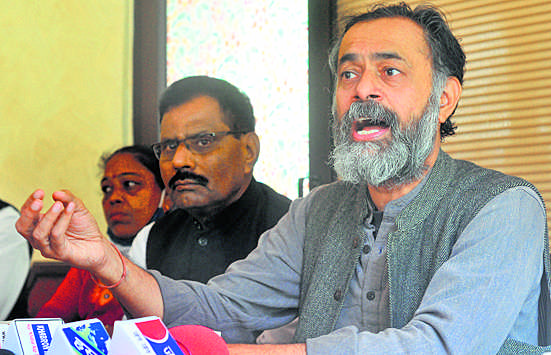 नये कृषि कानून किसान विरोधी : योगेंद्र यादव