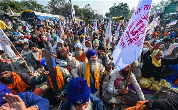 दिल्ली में 5वें दिन भी प्रदर्शन जारी, किसानों ने दी चेतावनी- राष्ट्रीय राजधानी जाने वाले 5 मार्गों को कर देंगे जाम!