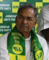 विधायक ईश्वर सिंह को घेरा, मांगा इस्तीफा