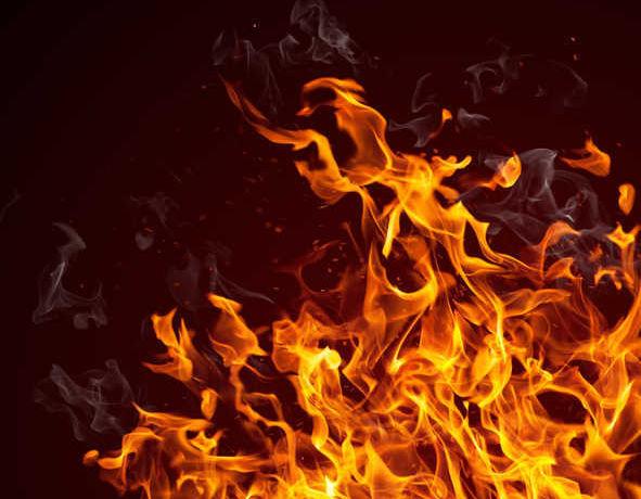 तेलंगाना : पढ़ाई न करने से नाराज पिता ने तारपीन का तेल छिड़ककर 10 साल के बेटे को लगा दी आग!