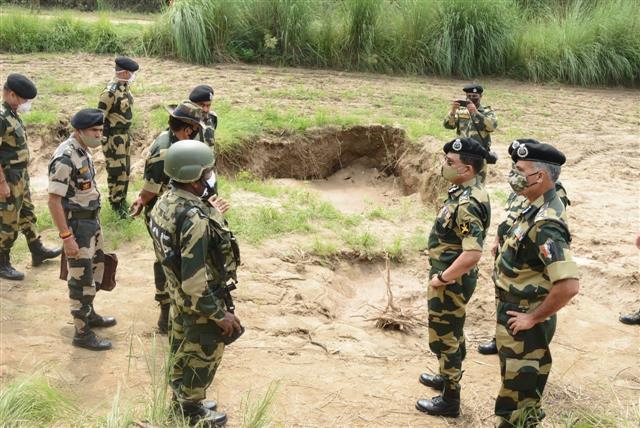 बीएसएफ को जम्मू-कश्मीर के कठुआ में अंतर्राष्ट्रीय सीमा के नीचे मिली सुरंग!