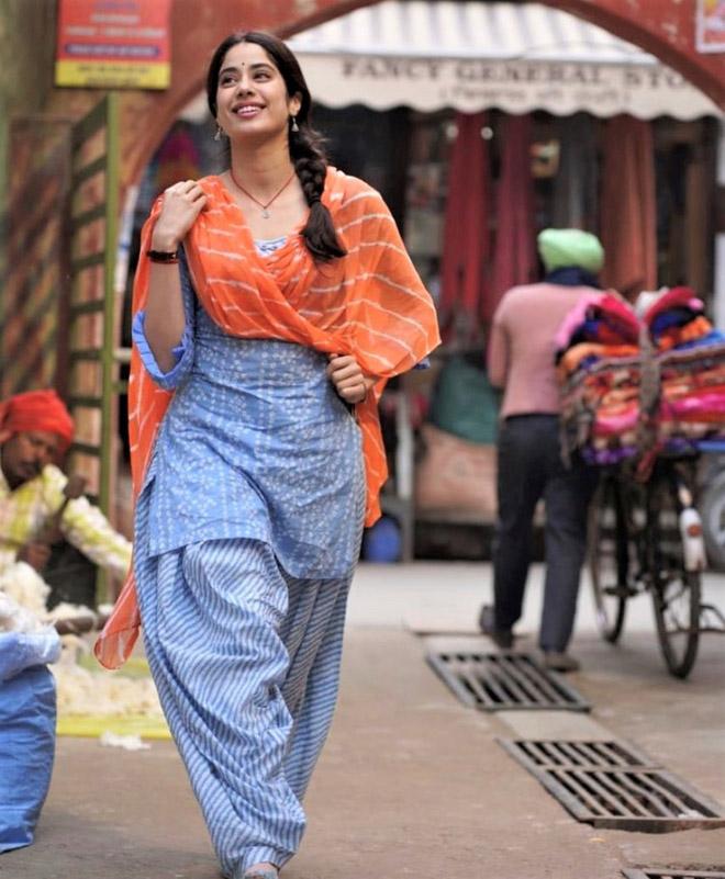 पंजाब में शूटिंग के दौरान अभिनेता जान्हवी कपूर को किसानों के विरोध का करना पड़ा सामना!