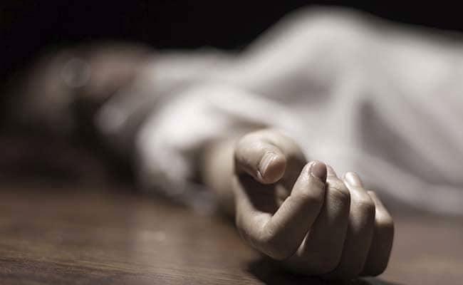 दुबई : पार्किंग करवाने में पति की सहायता कर रही भारतीय महिला खुद आ गयी कार के नीचे, कार और दीवार में फंस कर मौत!