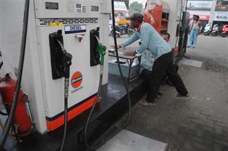 दिल्ली में पहली बार पेट्रोल की कीमत 85 रुपये के पार, मुंबई में 92 रुपये के करीब!
