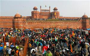 दिल्ली पुलिस ने लाल किले पर हिंसा मामले में देशद्रोह का केस किया दर्ज