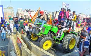 दिल्ली में हिंसा, 37 किसान नेताओं पर केस