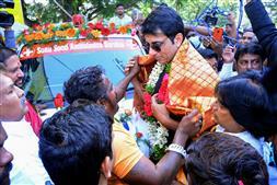 'रियल हीरो' सोनू सूद के नाम पर हैदराबाद में गरीबों के लिये मुफ्त एम्बुलेंस सेवा लांच