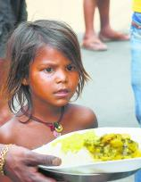 विकास के दावों के बीच गरीबी का दंश