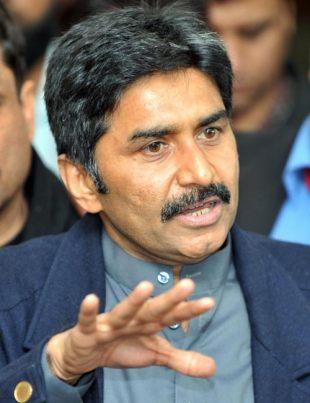 भारत के खिलाफ पाकिस्तान को निडर होकर खेलना होगा : मियांदाद