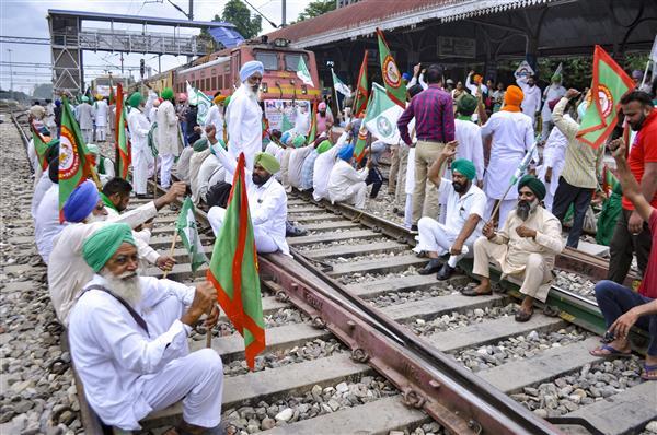 हरियाणा-पंजाब में किसानों का 'रेल रोको' आंदोलन
