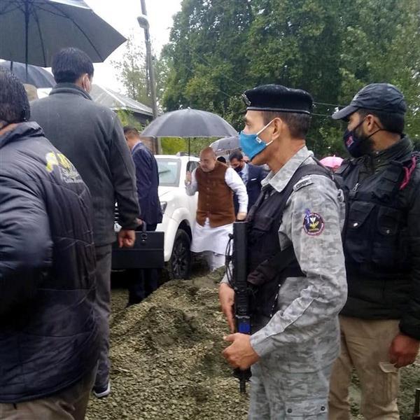 अपडेट .. गृह मंत्री अमित शाह जम्मू-कश्मीर के दौरे पर, शहीद पुलिसकर्मी के परिजनों से मिले