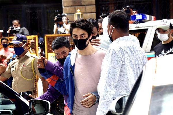 बालीवुड स्टार शाहरुख खान के बेटे आर्यन की ज़मानत पर सुनवाई कल भी रहेगी जारी, कोर्ट ने सुनीं दोनों पक्षों के वकीलों की दलीलें