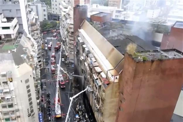 दक्षिणी ताइवान में 13 मंजिला इमारत में आग, 46 लोग जिंदा जले, कई झुलसे