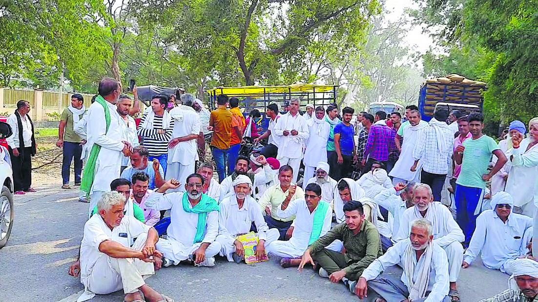 कैथल मंडी में धान की खरीद न होने से गुस्साये किसानों ने हिसार-चंडीगढ़ नेशनल हाईवे किया जाम