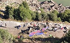 जम्मू-कश्मीर : डोडा में खाई में गिरी बस, 13 लोगों की मौत, 15 घायल