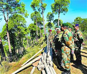 सेना प्रमुख ने एलओसी के अग्रिम इलाकों का किया दौरा
