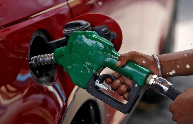 यूपी में विपक्ष ने ईंधन की बढ़ती कीमतों को लेकर सरकार पर निशाना साधा
