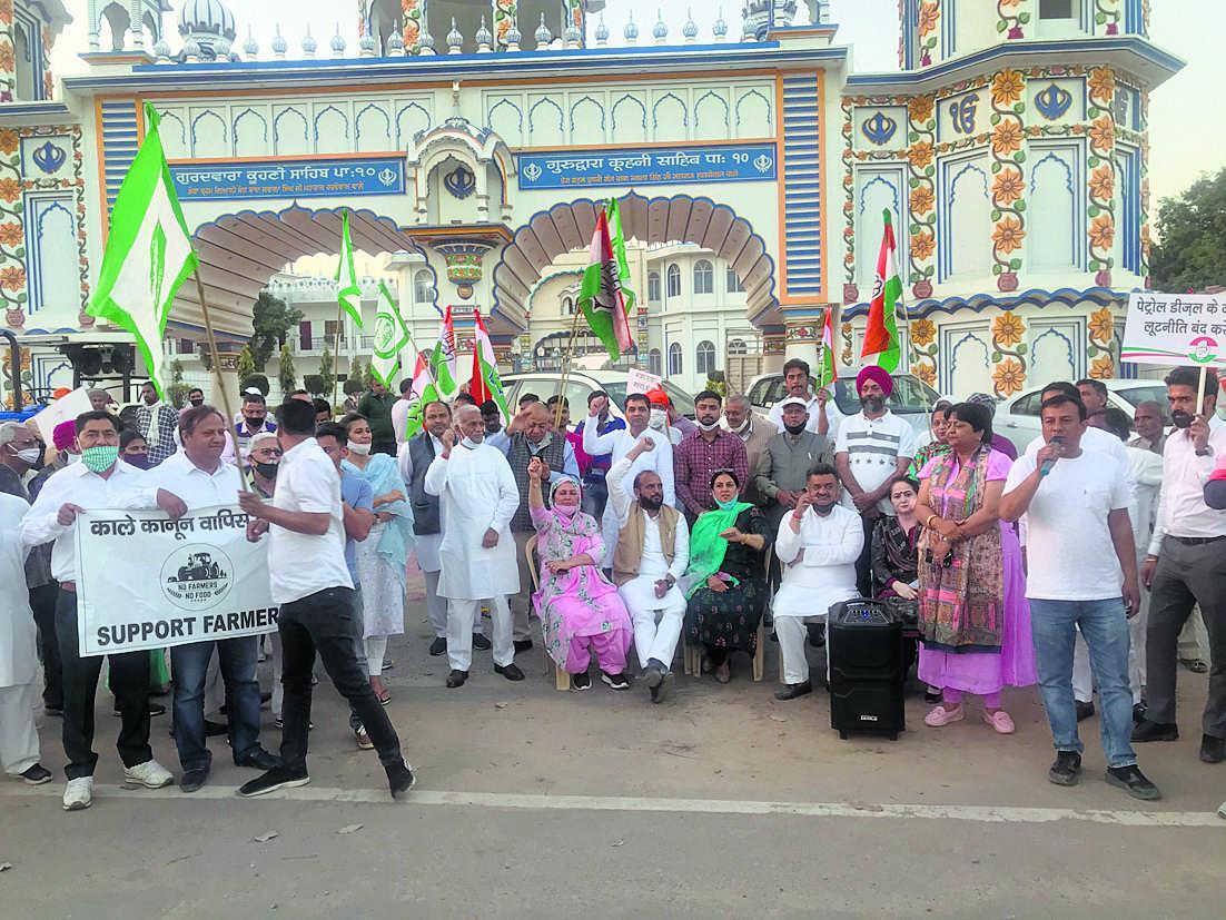 पंचकूला में महंगाई के खिलाफ कांग्रेस का प्रदर्शन