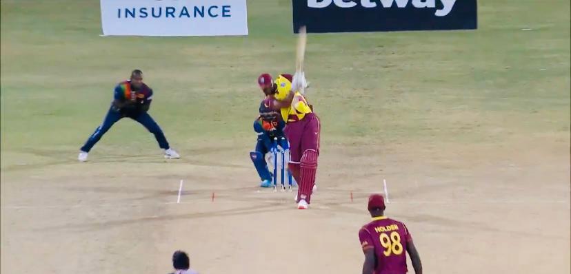 श्रीलंका के लेग स्पिनर अकिला धनंजय ने वेस्टइंडीज़ के खिलाफ लिया हैट्रिक, पोलार्ड ने अगले ही ओवर में 6 छक्के जड़कर लिया बदला!