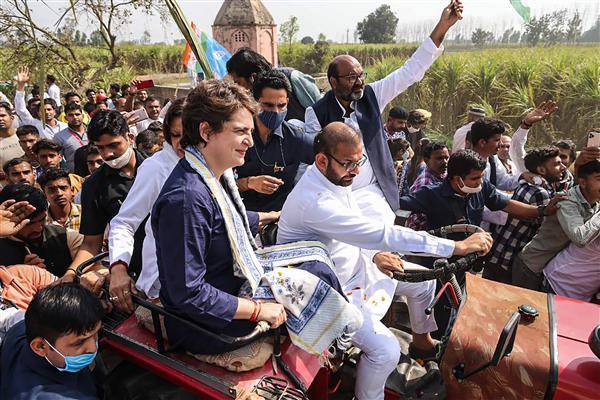 मेरठ में किसान महापंचायत में प्रियंका ने कहा : जब तक दम है, तब तक लड़ूंगी!