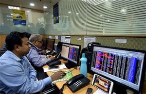 वैश्विक शेयर बाजारों में बिकवाली से स्थानीय बाजार सहमा, सेंसेक्स 599 अंक नीचे!