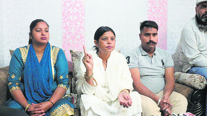 किसानों, दलितों का अपमान कर रहे सीएम : कांता