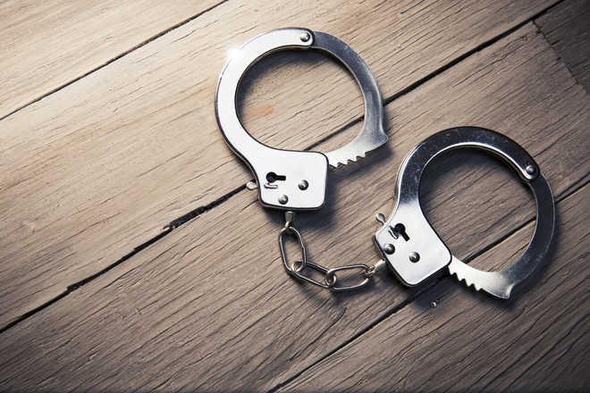 गुजरात तट पर 8 पाक नागरिक गिरफ्तार, 150 करोड़ की हेरोइन बरामद