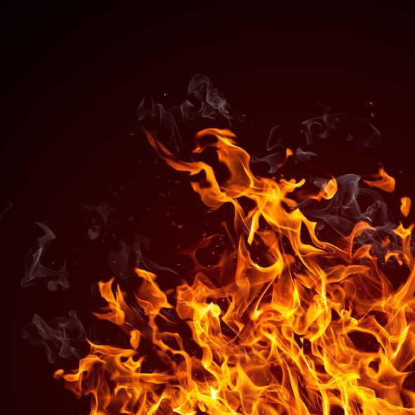 सदर बाजार की कई दुकानें जली