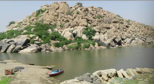 ऋष्यमूक पर्वत पर आज भी है सुग्रीव गुफा