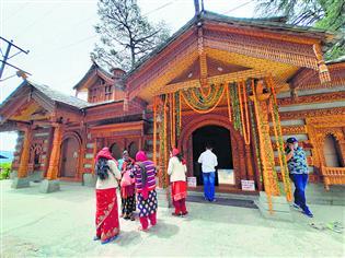 चैत्र नवरात्र के पहले दिन सूने रहे मंदिर