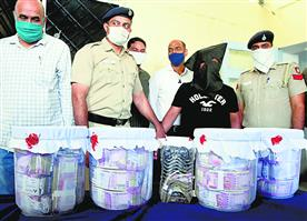 बैंक से 4 करोड़ लेकर फरार हुआ चोर काबू