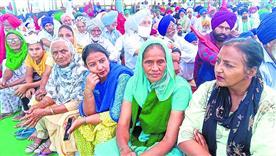 केजीपी-केएमपी एक्सप्रेस-वे पर किसानों का कब्जा