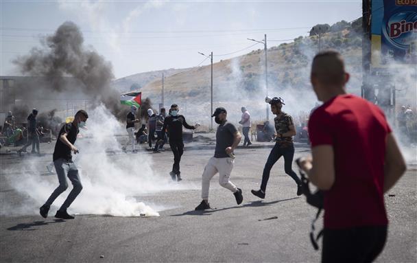 इस्राइल और हमास में लड़ाई बढ़ने के बीच वेस्ट बैंक में प्रदर्शन