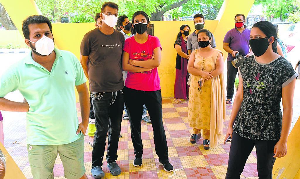 ट्राईसिटी में 2281 नये मरीज, 17 संक्रमितों की मौत