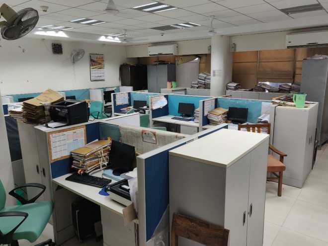 कार्यालय में सीमित उपस्थिति का आदेश मई अंत तक लागू रहेगा : केंद्र
