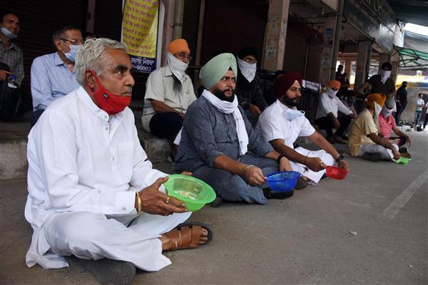 लुधियाना में व्यापारियों और दुकानदारों ने किया लाकडाउन का विरोध