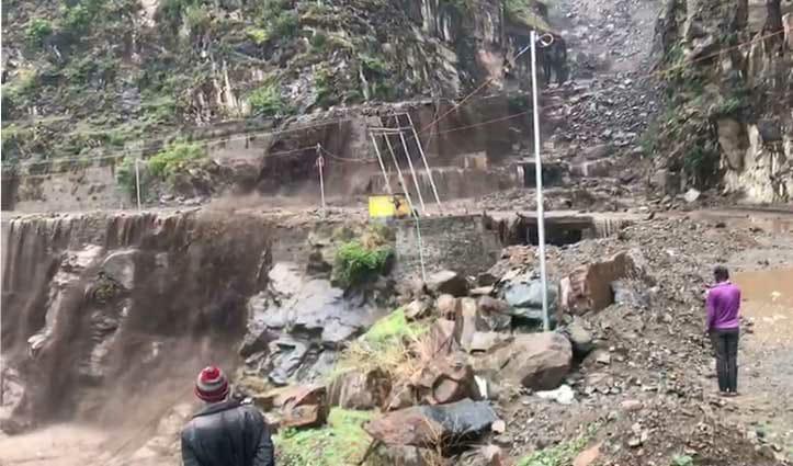 हिमाचल : चंबा की पंचायत कुनेड में फटा बादल, चंबा-भरमौर मार्ग बाधित; ज़मीनें बहीं, घरों में घुसा पानी!
