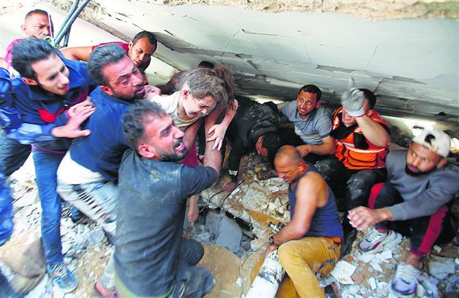 इस्राइली हमले में 42 की मौत, 3 इमारतें ध्वस्त