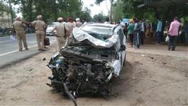 होशियारपुर में कार की टक्कर से मोटरसाइकिल सवार माता-पिता और 3 बच्चों की मौत!