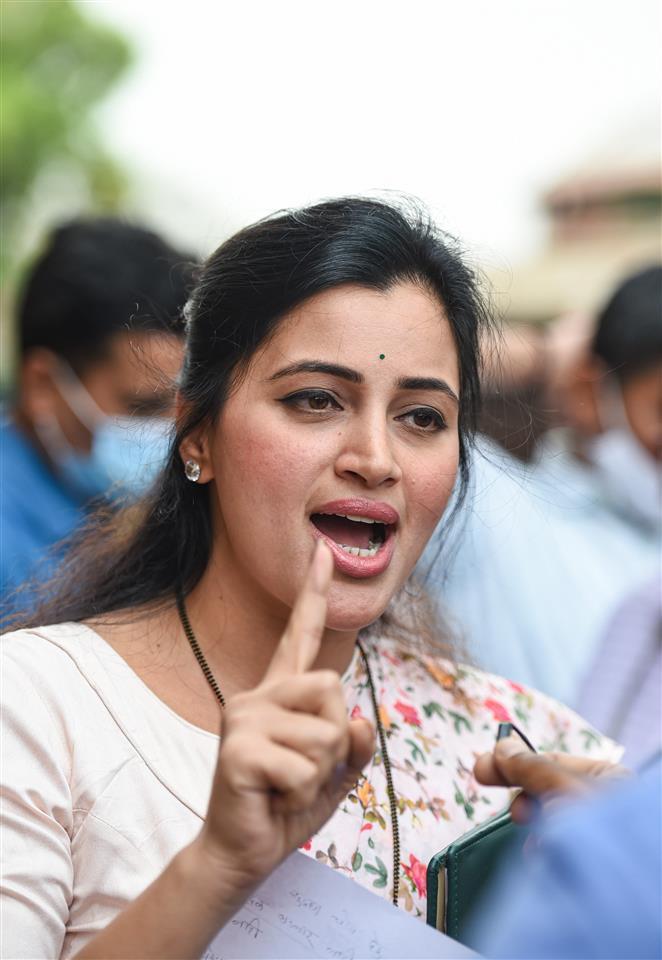 सांसद नवनीत कौर राणा का अनुसूचित जाति प्रमाण-पत्र निरस्त करने के अदालत के आदेश पर सुप्रीमकोर्ट ने लगाई रोक