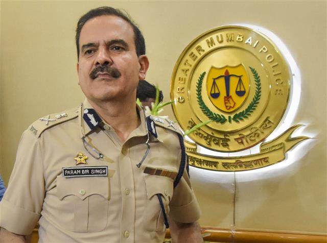 आश्चर्य है कि पूर्व पुलिस आयुक्त परमबीर सिंह को अब राज्य पुलिस पर भरोसा नहीं : सुप्रीमकोर्ट