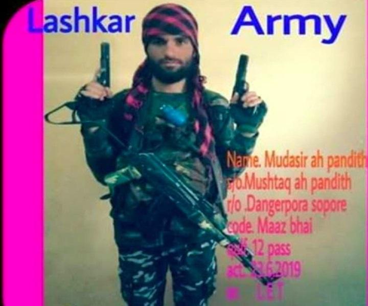 कश्मीर : सोपोर में सुरक्षाबलों से मुठभेड़ में लश्कर का 10 लाख का ईनामी आतंकी मुदसिर पंडित ढेर, 2 साथी भी मारे गये!