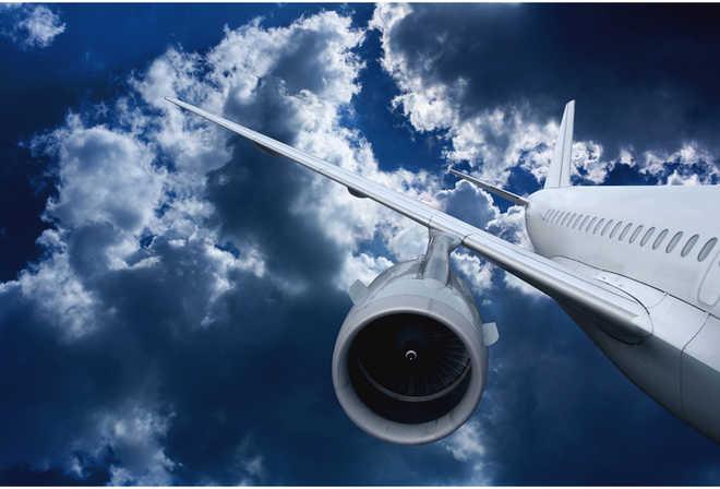 म्यांमार में सेना का विमान क्रैश, वरिष्ठ भिक्षु समेत 12 की मौत