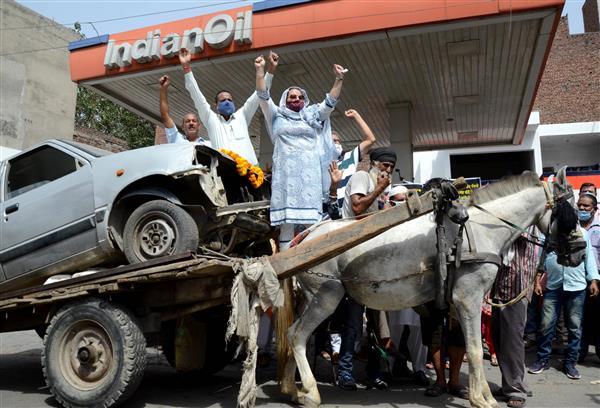पेट्रोल-डीजल की कीमतों में वृद्धि के खिलाफ कांग्रेस का पंजाब, हरियाणा, हिमाचल में विरोध प्रदर्शन