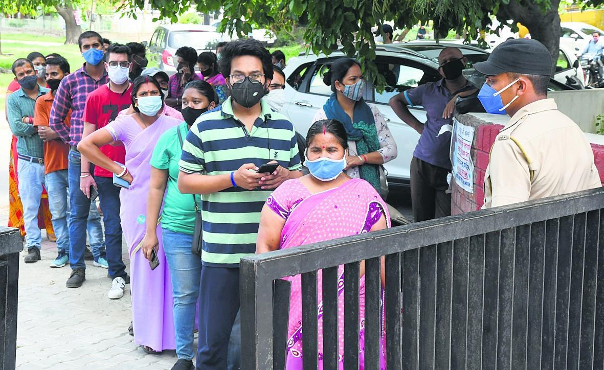 फैक्टरी मालिकों, श्रमिकों के लिये वैक्सीनेशन कैंप