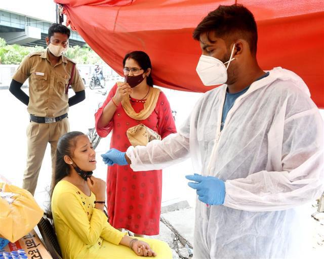 कोविड-19: देश में लगातार दूसरे दिन बढ़ी उपचाराधीन मरीजों की संख्या, 640 की मौत!