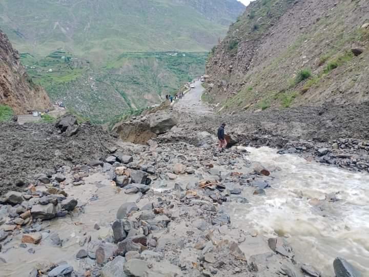 हिमाचल में आफत की बारिश : बाढ़ और भूस्खलन में 9 की मौत, 8 लापता, जनजीवन अस्तव्यस्त; सरकारी व निजी सम्पत्ति को भारी नुकसान
