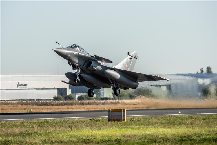 फ्रांस में राफेल विमान सौदे की जांच शुरू